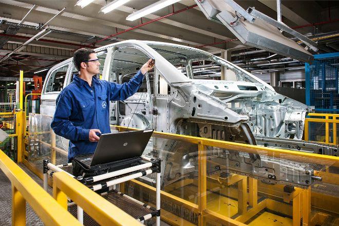 Mercedes-Benz reabre este lunes su planta de Vitoria tras más de un mes de inactividad