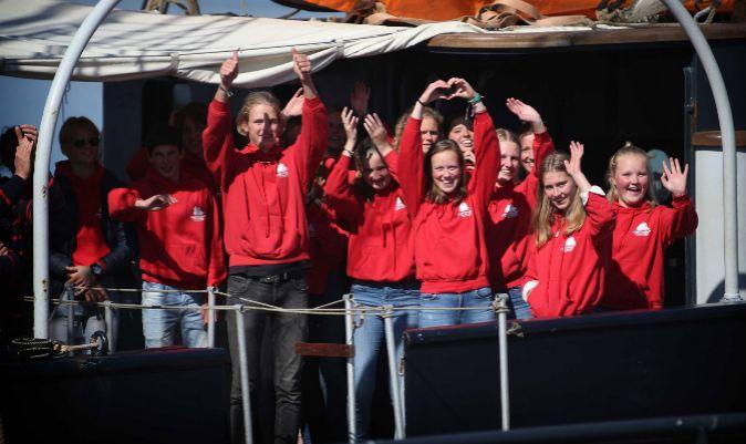 Los estudiantes, a su llegada al puerto halandés. | CATRINUS VAN DER VEEN / EFE