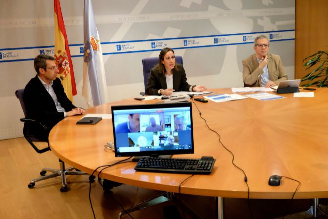 La conselleira de Infraestructuras, Ethel Vázquez, en la reunión con organizaciones de empresas de transporte.