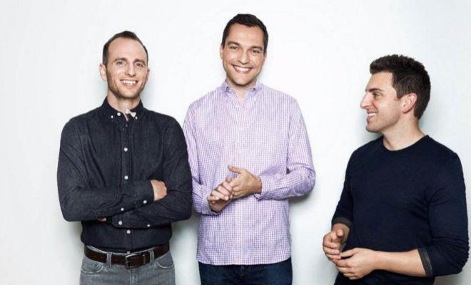 Joe Gebbia, Nathan Blecharczyk y Brian Chesky, los tres fundadores de Airbnb.
