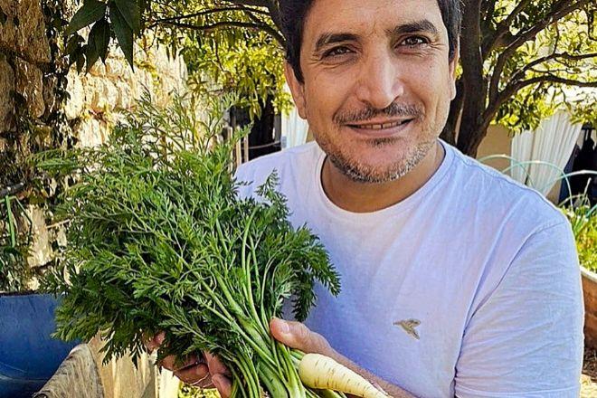 El chef Mauro Colagreco, hace unos días en su huerto de Menton (Francia).