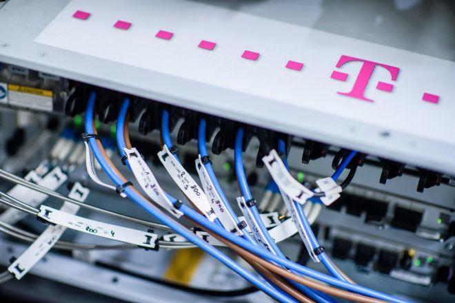 Unidad de control de Deutsche Telekom hoy durante la presentación de...