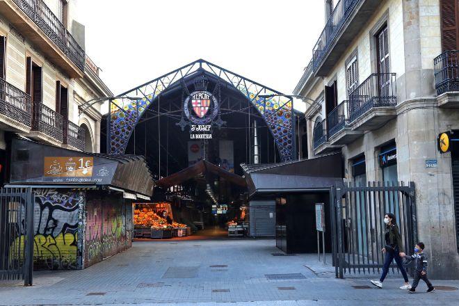 El mercado de la Boquería de Barcelona, situado en Las Ramblas,...