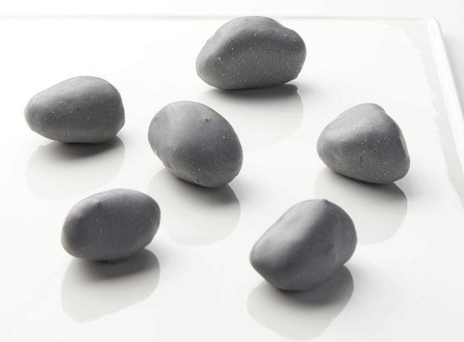 Piedras miméticas de queso trufado