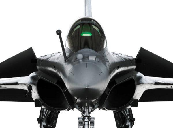 Aunque originalmente fue utilizado en el terreno militar a partir de la década de los 50, el HUD se encuentra hoy en día frecuentemente en la aviación civil y en la industria automovilística.