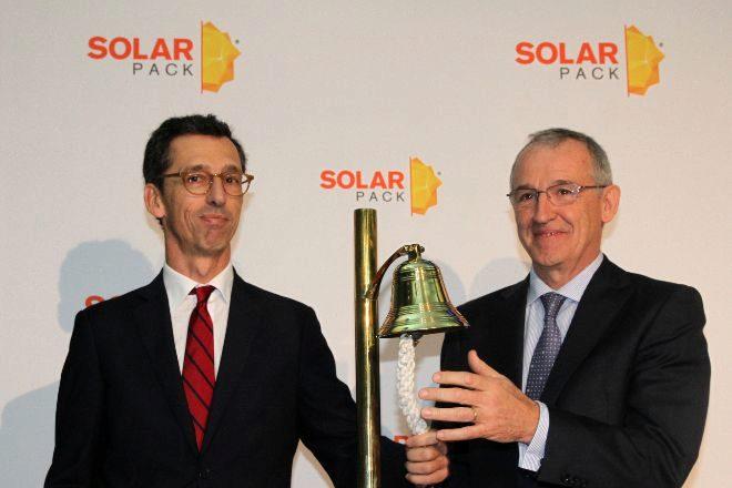 Pablo Burgos (izquierda), consejero delegado de Solarpack, y José Galíndez, presidente de la compañía, durante la salida a Bolsa del grupo.
