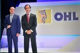 El presidente de OHL, Juan Villar-Mir de Fuentes (d), y el CEO, José...