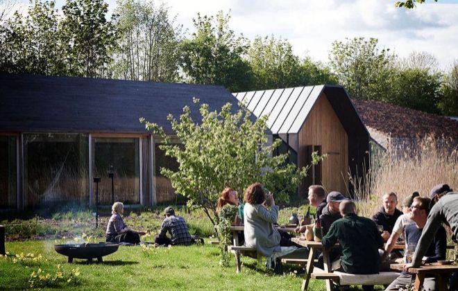 Jardines que rodean el restaurante Noma 2.0 que se reconvertirán en wine bar a partir del 21 de mayo.
