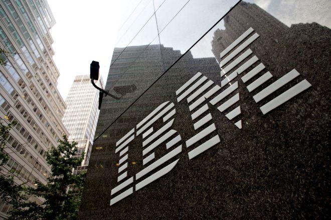 Logo en la sede de IBM en Nueva York.