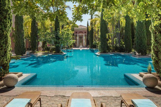Vista de la piscina del resort Anantara Villa Padierna Palace.
