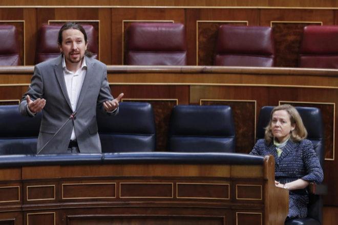 El vicepresidente segundo del Gobierno, Pablo Iglesias, y la vicepresidenta económica, Nadia Calviño.