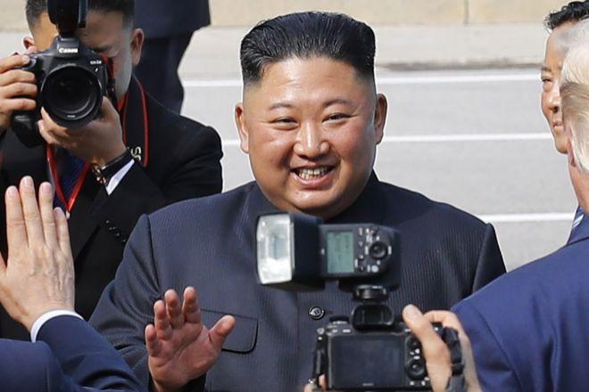 Kim Jong-un reaparece después de 3 semanas en una reunión con mandos militares