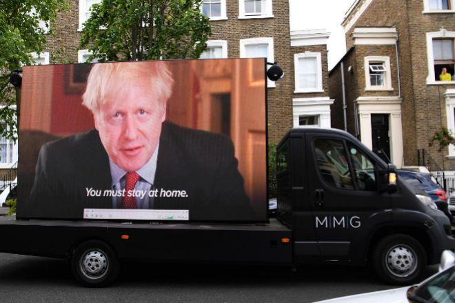 Boris Johnson mantiene a su asesor estrella a pesar de las críticas