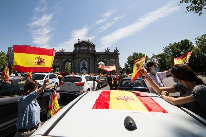 Automovilistas este sábado en Madrid que acudieron a la movilización convocada por Vox en protesta contra el Gobierno.