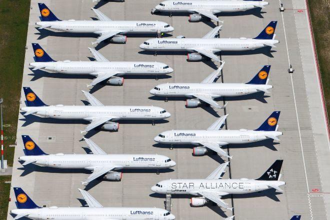 Flota de Lufthansa aparcada en el Aeropuerto Internacional de Berlin, en Schoenefeld.