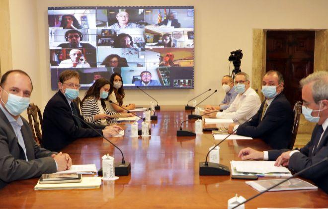 Reunión de la mesa de diálogo social, en el Palau de la Generalitat.