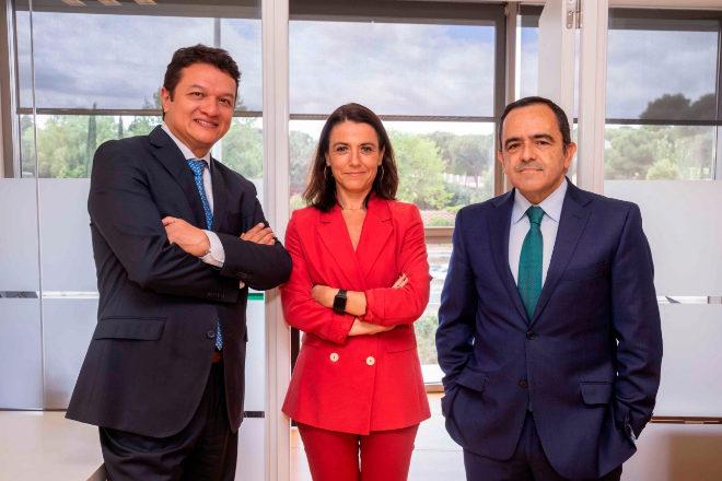 Martín Áñez, Almudena Larrañaga y Luis García del Río, de DRLAbogados.