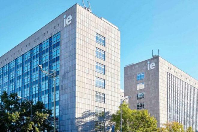 Convenio entre IE Law School y CIAM