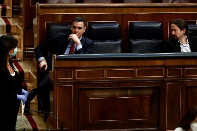 El presidente del Gobierno, Pedro Sánchez, junto al vicepresidente segundo, Pablo Iglesias, durante una sesión en el Congreso.