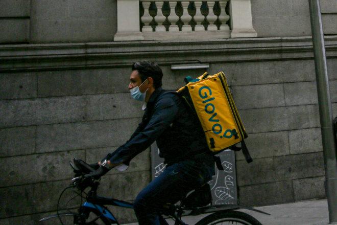 El TJUE señala que los 'riders' no tienen relación laboral con las empresas de reparto