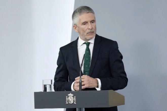 El ministro del Interior, Fernando Grande-Marlaska, comparece ante los medios tras el Consejo de Ministros celebrado en Moncloa.