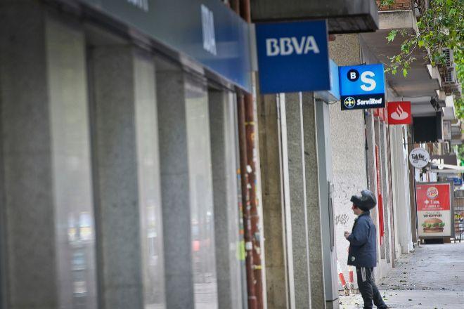 Varias oficinas de bancos en una calle de Madrid