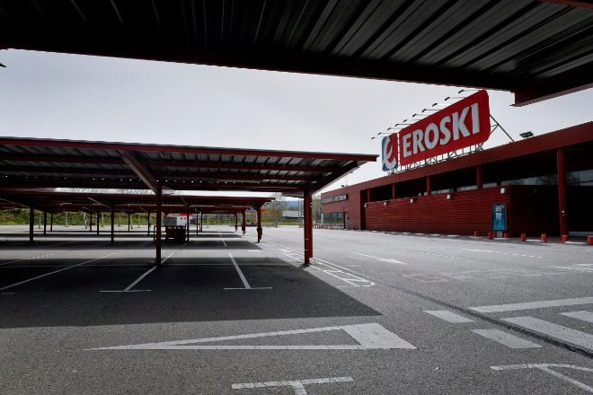 Párking del supermercado Eroski en el estado de alarma.