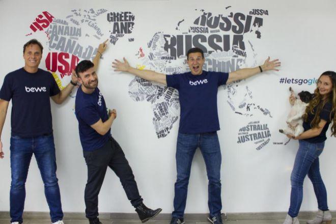 Equipo de Bewe, con Diego Ballesteros (tercero por la izquierda), CEO y fundador.