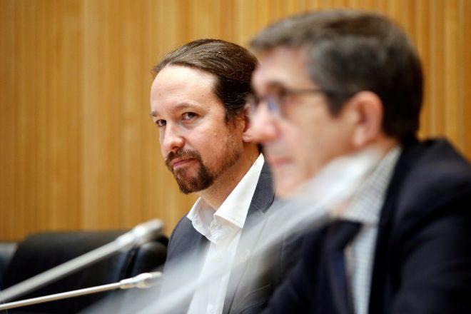 El vicepresidente segundo del Gobierno, Pablo Iglesias, junto al presidente de la Comisión para la Reconstrucción Social y Económica, Patxi López, ayer en el Congreso de los Diputados.