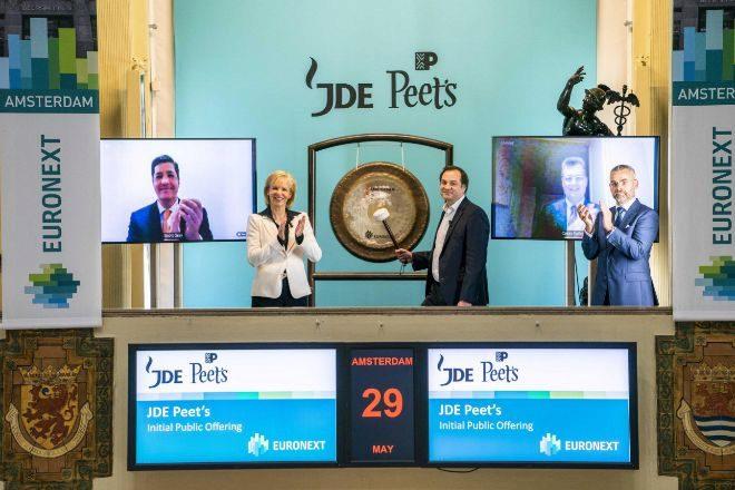 Salida a Bolsa de JDE Peet's en el Euronext, en Ámsterdam.