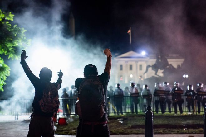 Manifestantes frente a la Casa Blanca, en Washington (Estados Unidos).