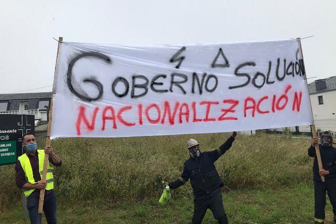 Vista de la manifestación celebrada el domingo en contra de los despidos anunciados por el comité de dirección de lt;HIT gt;Alcoa lt;/HIT gt; y en solidaridad con los trabajadores en la localidad de Ribadeo, Lugo.