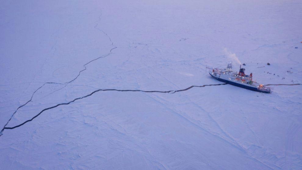 El rompehielos 'Polarstern', durante la expedición en el...