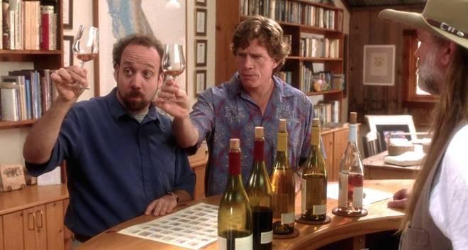 Fotograma de 'Sideways' (Entre Copas, 2004), película sobre un aspirante a escritor apasionado por el vino y un actor fracasado a punto de casarse que hacen un viaje para visitar viñedos y probar botellas antes de la boda.