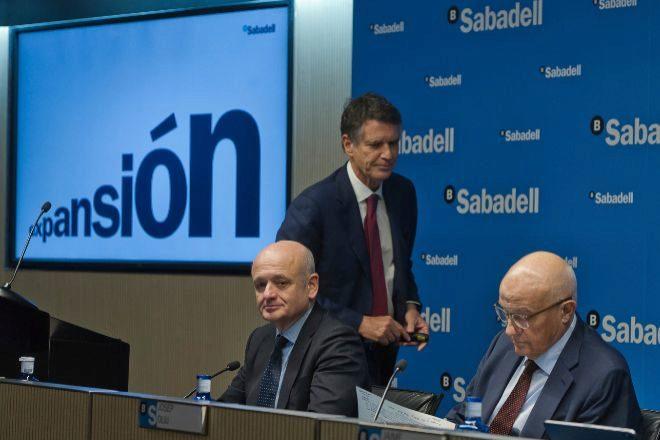 Sabadell lidera el rebote de la banca con la contratación disparada