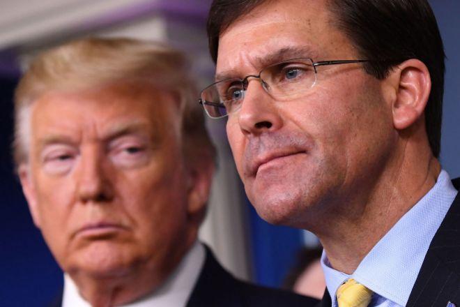 El presidente de los Estados Unidos, Donald Trump (ziquierda) y el Secretario de Defensa, Mark Esper.