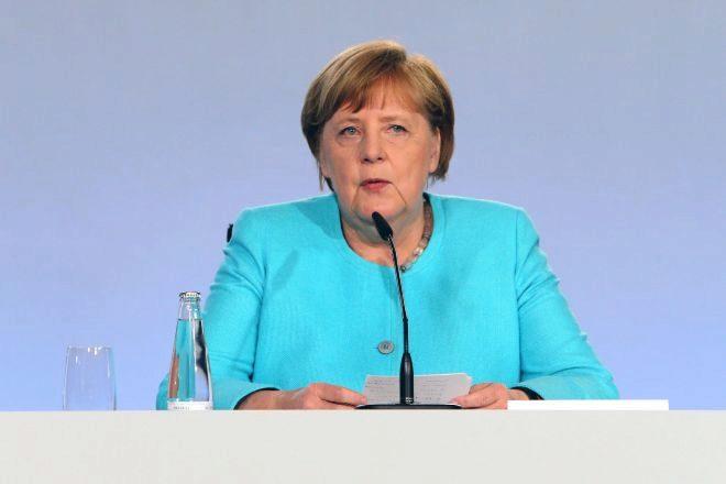 La canciller Angela Merkel presenta el acuerdo del plan de estímulo...