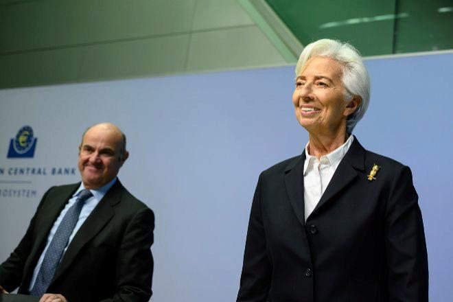 Christine Lagarde, presidenta del Banco Central Europeo (BCE) junto a Luis de Guindos, vicepresidente del organismo monetario.