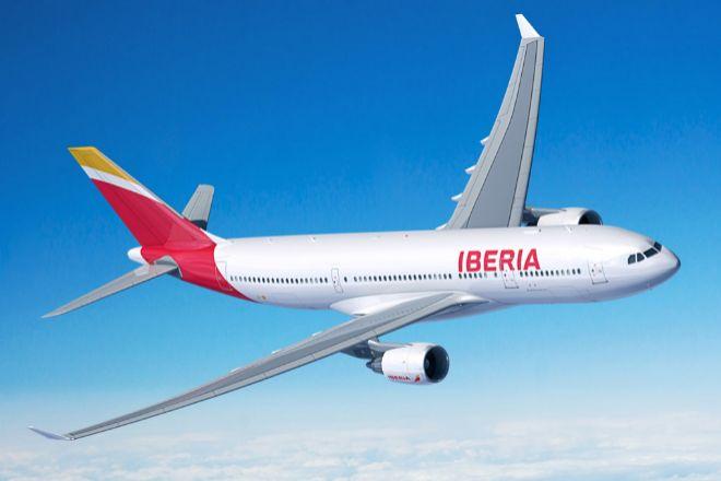 Imagen de un avión de Iberia en pleno vuelo