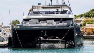 La embarcación Sunreef 80 Power atracada en el Club Náutico de Porto...