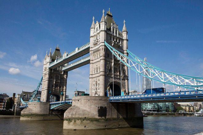Puente de la Torre de Londres sobre el río Támesis.