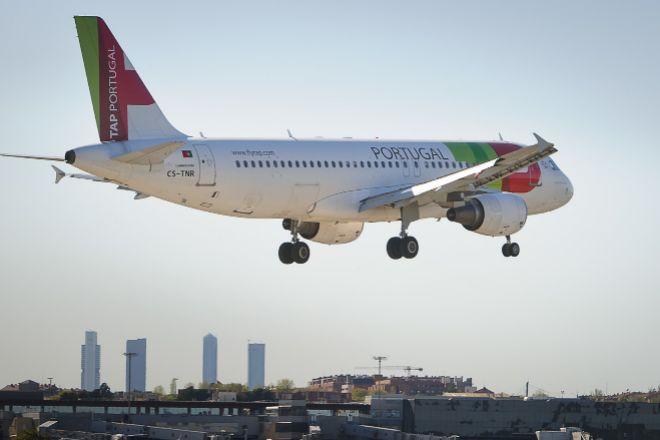Avión de TAP antes de aterrizar en el aeropuerto Adolfo Suárez...