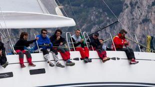 Pau Donés,primero por la derecha, durante la Rolex Capri Sailing Week...