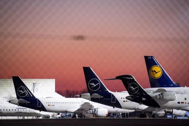 Aviones de Lufthansa aparcados en el aeropuerto de Munich, Alemania.