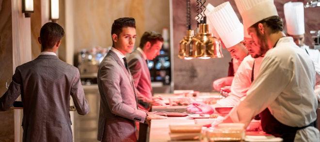 El restaurante Coque, dos estrellas Michelin, ofrece sus servicio en la plataforma Take a Restaurant.