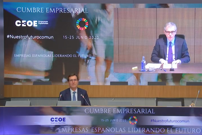 Antonio Garamendi, presidente de la CEOE (izquierda) y Pablo Isla,...