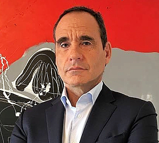 Socio de mercantil de Clifford Chance en España desde 2001, está...