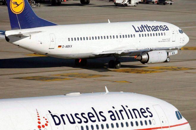 Foto de archivo de un avión de la compañía aérea alemana Lufthansa...