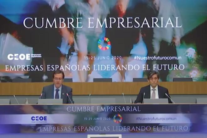 Antonio Garamendi, presidente de la CEOE (izquierda), y José María...