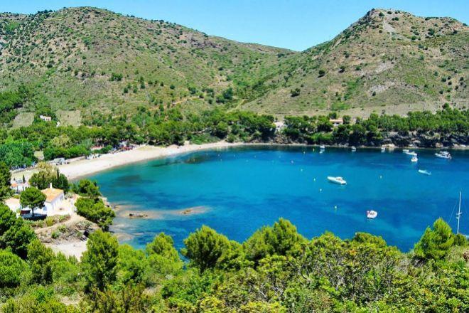 La Costa Brava, y sus playas, es uno de los paraísos para los aficionados a navegar.